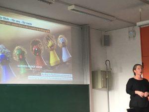 Désirée Laubenstein stellt den Studienanfänger*innen den Blog Sonder-Pader-Gogik vor